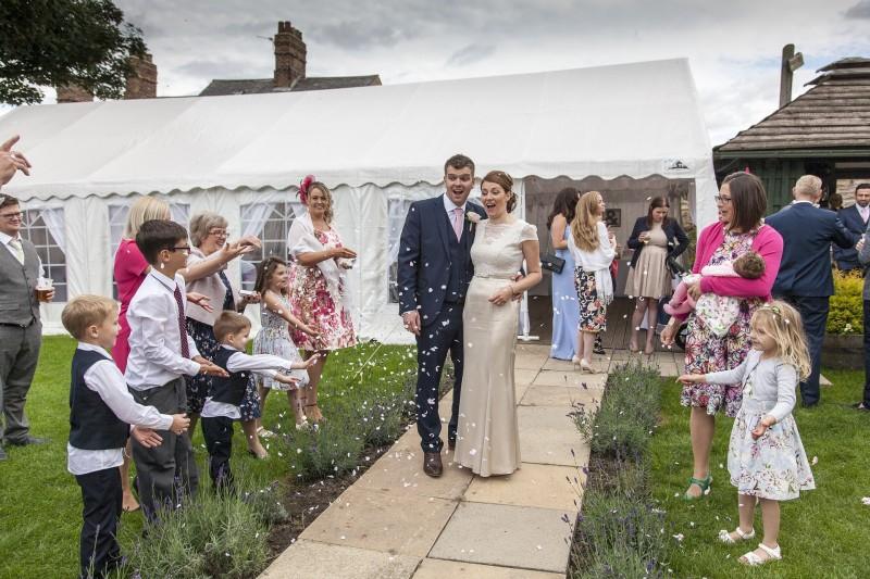 wedding-1070209_1920.jpg